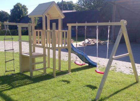 Kletterturm Holzturm Spielturm für Kinder mit Schaukelgerüst mit Doppelschaukel - (3377)
